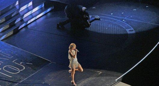 Security Guard, Taylor Swift, Broken Ribs