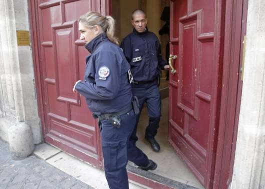 No Address Hotel, french-cops